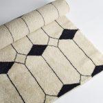 Louise Roe, Jewel gulvtæppe – Ecru/sort