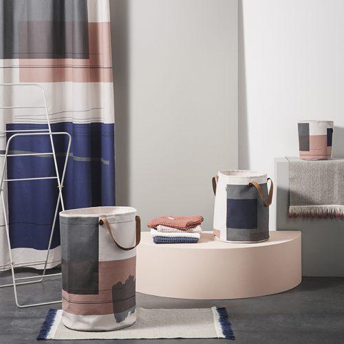 ferm living inspiration badeværelse bathroom block grafisk vasketøjskurv badeforhæng håndklæder