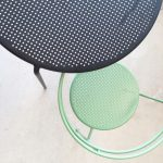 point chair and table green black